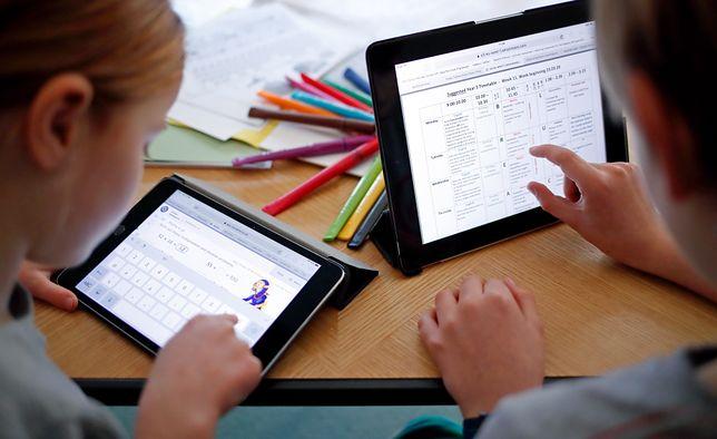 """Zdalne nauczanie dobiega końca. Wielu nauczycieli i rodziców pokazuje """"efekt"""", o którym się nie mówi"""