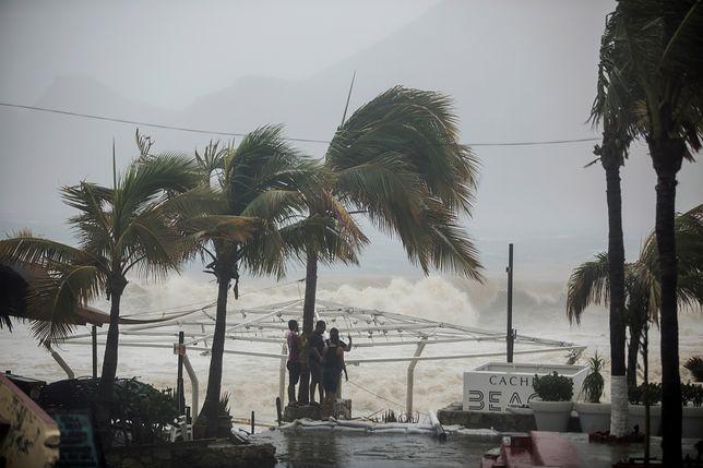Cyklon tropikalny Lidia przetacza się przez Meksyk