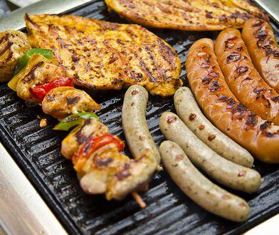 Smakowite potrawy z grilla możesz przyrządzić nawet podczas deszczu