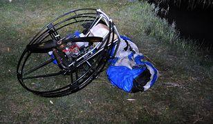 Mężczyzna stracił panowanie nad paralotnią w momencie wykonywania manewru niskiego przelotu nad zalewem