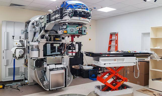 Śląskie. Wysokoenergetyczny akcelerator liniowy w centrum onkologii w Bielsku-Białej będzie stosowany przy radioterapii.