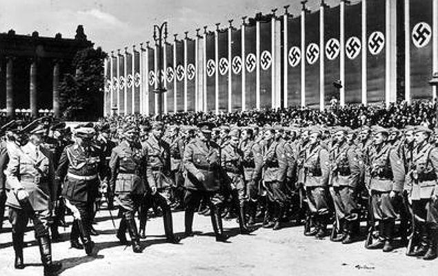 Adolf Hitler na przeglądzie wojska