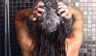 Prysznic rano czy wieczorem? Dermatolog rozstrzyga dylemat