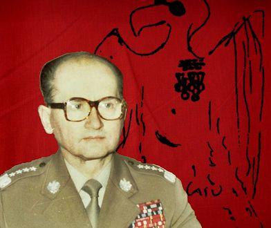 Generał Wojciech Jaruzelski w studiu telewizyjnym przygotowuje się do odczytania przemówienia informującego o wprowadzeniu stanu wojennego. W tle karykatura autorstwa Macieja Mieziana.