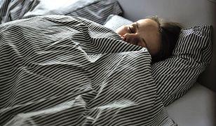 Jakość snu wpływa na nasze samopoczucie w ciągu dnia.