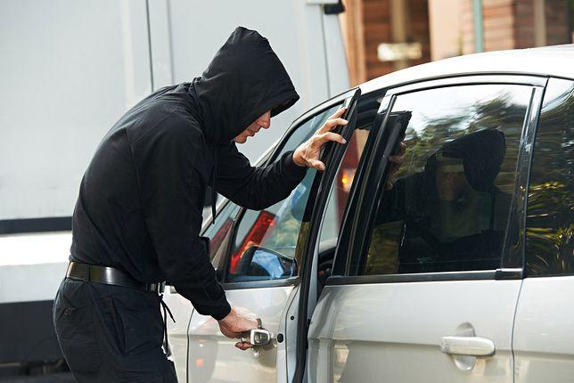 Na otwarcie samochodu złodziej potrzebuje dosłownie minuty