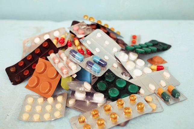 W internecie można kupić lekarstwa dużo taniej i bez recepty. Część z nich zawiera jednak szkodliwe substancje