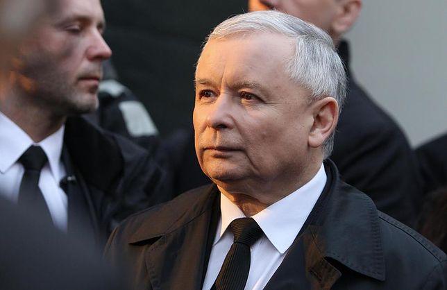 """Jarosław Kaczyński stracił wizerunkowo na """"aferze taśmowej"""" - wynika z sondażu CBOS"""