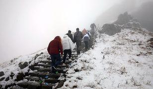Pogoda. Prawie cała Polska w deszczu. W górach śnieg