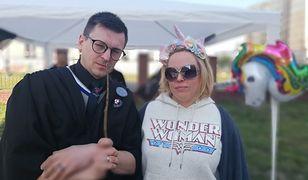 Organizatorzy akcji Wymiana Ksiąg Zakazanych. Marcin Opas oraz Joanna Krysiak, feministka, psycholożka