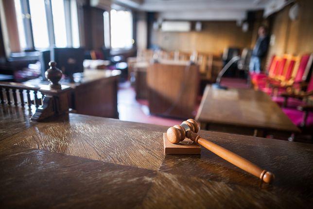 Poznań. Funkcjonariusze zażądali dowodu od sędzi prowadzącej rozprawę