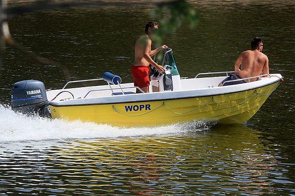 Poszukiwania 22-latka w jeziorze Przerośl. Wszedł do wody i zaginął