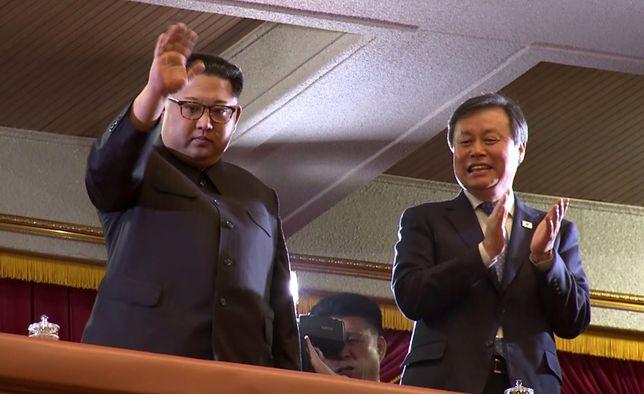 Kim Dzong Un podczas koncertu gwiazd z Korei Płd