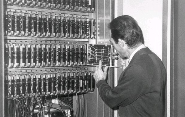 Wnętrze komputera UMC-1.