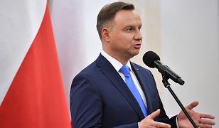 Większość Polaków uważa, że Andrzej Duda łamie konstytucję