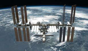 """ISS nad Polską. Wiemy, kiedy obserwować przelot w """"towarzystwie"""" Starlink"""
