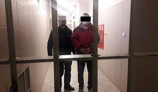 Warszawa. Dewastował mieszkanie i groził ojcu oraz jego żonie. Został zatrzymany