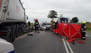 Płońsk. Wypadek na DK 7. Nie żyje kobieta, troje dzieci rannych
