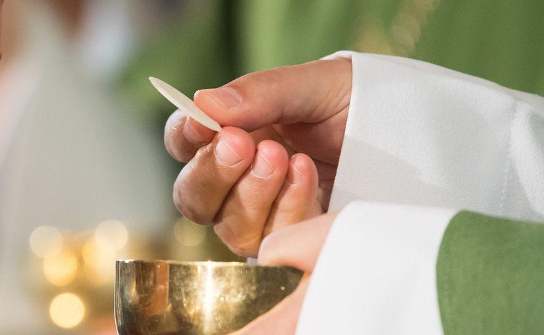 Skończyło się pobłażanie, marsz do kościoła! Biskupi znoszą dyspensę