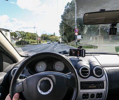 NAVITEL R600 GPS ostrzeże przed fotoradarami. Wystarczy niecałe 350 złotych