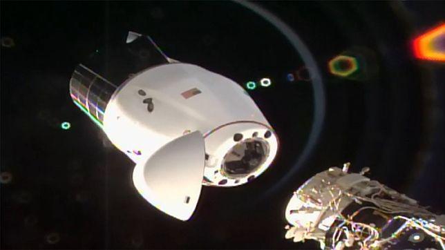 NASA i SpaceX sprowadzają na Ziemię kapsułę towarową Dragon