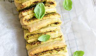Orkiszowy chlebek z ziołami i czosnkiem. Idealny na grilla