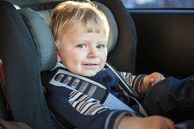 Przewożenie dzieci w samochodzie - fotelik samochodowy, przepisy