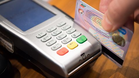 CERT Polska ostrzega: ktoś podszywa się pod Ministerstwo Finansów i wyłudza dane kart