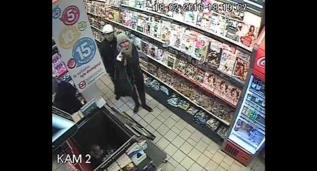 Okradziono sklep w Gnieźnie. Policja publikuje wizerunek osób mogących mieć związek z kradzieżą