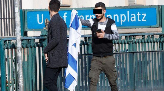 Reporterzy powiesili flagę Izraela w Berlinie i Monachium. Wyniki eksperymentu dają do myślenia