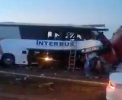 Zdjęcia masakry w Meksyku. Autobus zderzył się z dwoma ciężarówkami