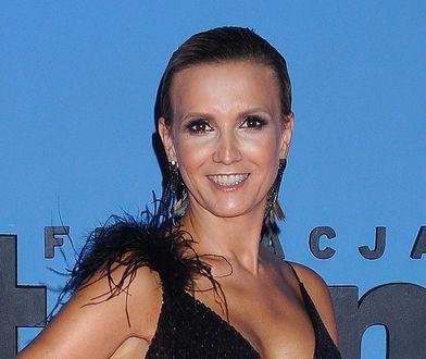 Dziennikarka TVN24 postawiła na wydekoltowaną sukienkę