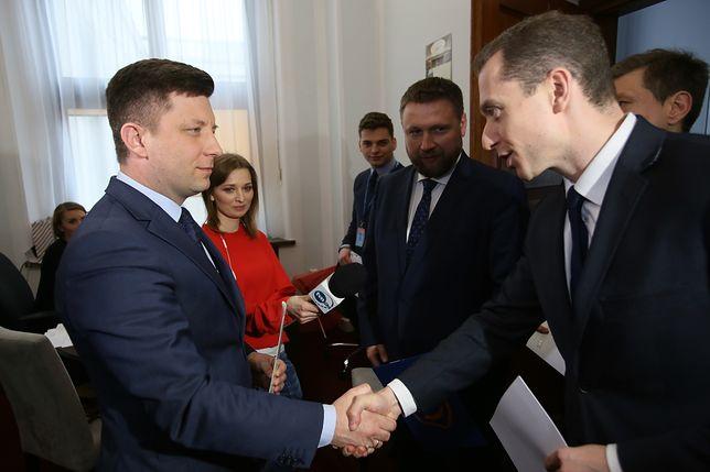 PiS zaprasza PO do Ministerstwa Obrony. Pokaże dokumenty dotyczące caracali