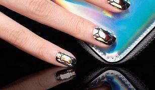 Robiąc zdjęcia paznokci zadbaj nie tylko o manicure, ale też o rekwizyty.