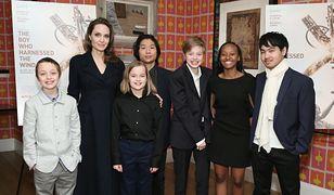 Maddox Jolie-Pitt (ostatni z prawej) opuścił dom