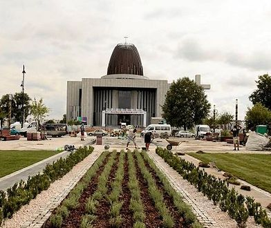"""Utrudnienia w ruchu w związku z """"Warszawskim Uwielbieniem"""" w Świątyni Opatrzności Bożej"""