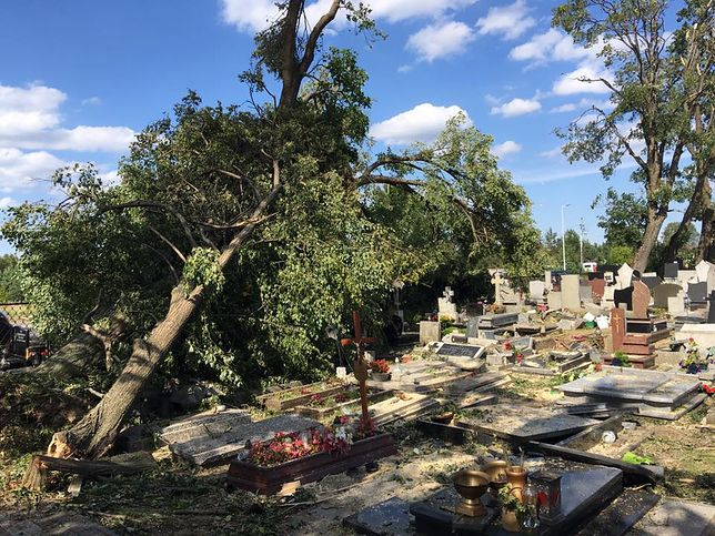 Zniszczenia są ogromne, ale nie brakuje ludzi chętnych do pomocy