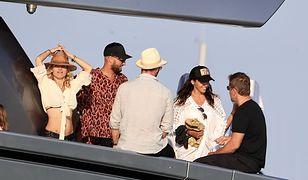 Matt Damon z żoną na jachcie z Chrisem Hemsworthem i Elsą Pataky