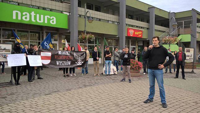 Piotr Głowacki na proteście przeciw imigrantom