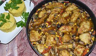 Kurczak po chińsku z ryżem. Pomysł na szybki obiad