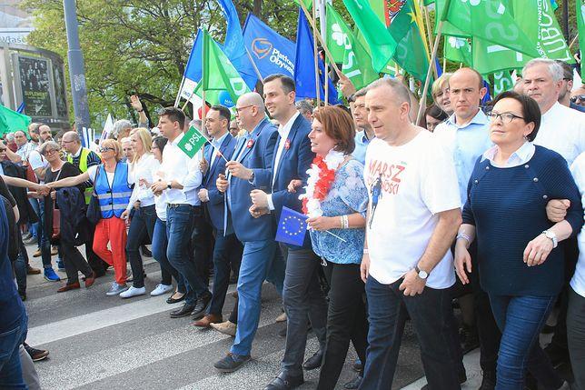 """Rzecznik PO wskazuje przyczynę wygranej Emmanuela Macrona: pozytywna energia """"Marszu wolności"""""""