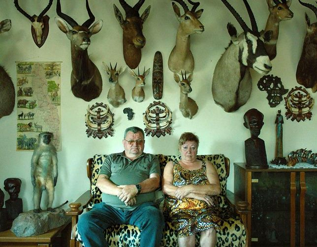 """""""Safari"""": wakacje w Afryce, zabijanie all inclusive. Premiera zwiastuna kontrowersyjnego filmu Ulricha Seidla [TYLKO U NAS]"""