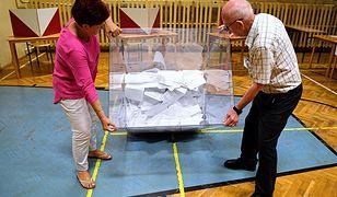 Lokale wyborcze w całym kraju będą czynne od 7:00 do 21:00.