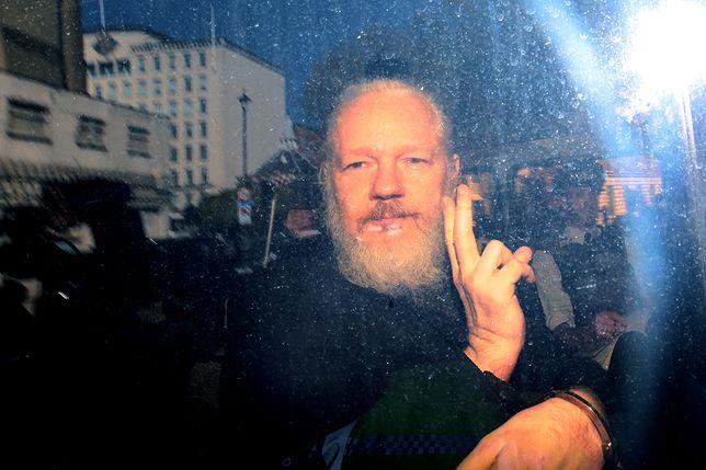 Julian Assange od 2012 roku ukrywał się przed wymiarem sprawiedliwości