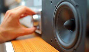 Sprzęt audio w wersji mini. Wieże i kina domowe w dobrej cenie