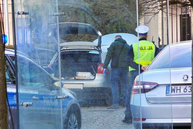 """""""Mówił, że nazywa się Andrzej Duda"""". Świadkowie o incydencie przed Pałacem Prezydenckim"""