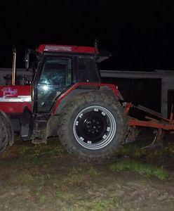 Bielice. Pijany traktorzysta nie podniósł pługu. Zaorał drogę