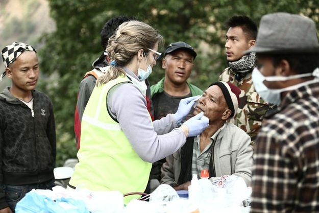 Polscy lekarze z pomocą w Nepalu: ciągle brakuje leków i środków opatrunkowych