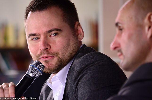 Krzysztof Stanowski udowodnił, że nikt nie jest anonimowy w Internecie. Dziennikarz zmusił do przeprosin mężczyznę, który groził jego synowi