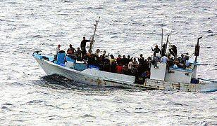 Łódź z uchodźcami. W takich warunkach tysiące osób wypływa z Afryki.